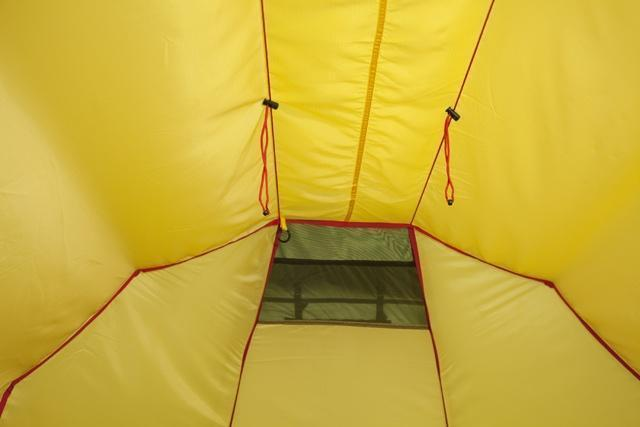 Вентиляционное окно и веревочки для регулировки натяжения тента Вентиляционное окно и веревочки для регулировки натяжения тента Трехместная туристическая палатка-полубочка с большим тамбуром KSL Half Roll 3 зеленый
