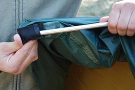 Вставить полудугу с одной стороны в полый карман Универсальная двухместная туристическая палатка с двумя входами и двумя тамбурами. Alexika Rondo 2