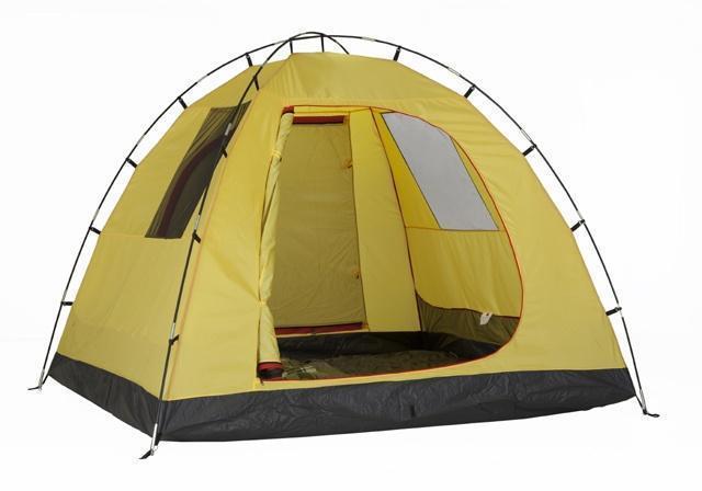 Вход полностью открыт. На стенках палатки два окна из антимоскитной сетки. Вход полностью открыт. На стенках палатки два окна из антимоскитной сетки. Кемпинговая палатка с большим тамбуром и тремя входами KSL Campo 4 Plus зеленый