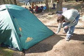 Закрыть все молнии и растянуть оттяжки Универсальная двухместная туристическая палатка с двумя входами и двумя тамбурами. Alexika Rondo 2