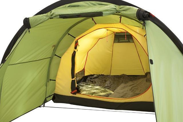 Спальня, полог открыт Спальня, полог открыт Трехместная туристическая палатка-полубочка с большим тамбуром KSL Half Roll 3 зеленый