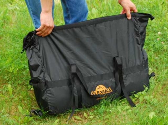 Чехол это компрессионный мешок с ремнями для затяжки Чехол это компрессионный мешок с ремнями для затяжки Четырехместная кемпинговая палатка с двумя спальнями и тамбуром посередине Alexika Indiana 4 беж