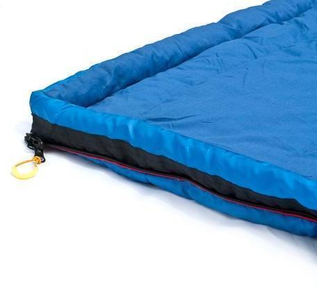 Тепловая планка, прикрывающая молнию. Позволяет избежать теплопотерь черех молнию и защищает кожу от соприкосновения с металлом молнии Кемпинговый спальник-одеяло Alexika Comet