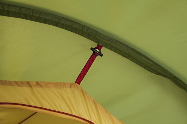 Простое и надежное крепление спальни Простое и надежное крепление спальни Трехместная туристическая палатка-полубочка с большим тамбуром KSL Half Roll 3 зеленый