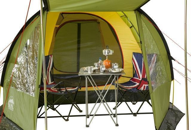 Большое внутреннее пространство тамбура. Большое внутреннее пространство тамбура. Кемпинговая палатка с большим тамбуром и тремя входами KSL Campo 4 Plus зеленый