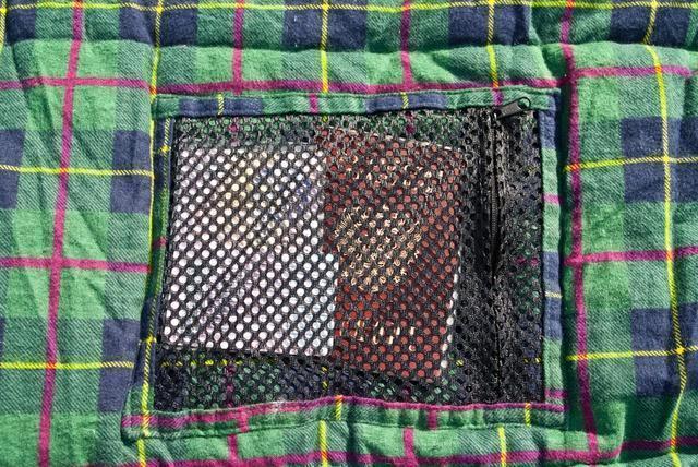 Сетчатый внутренний карман. Через сетку видно все содержимое. Самый популярный трехсезонный спальник-одеяло для комфортного сна даже в заморозки Alexika Tundra Plus