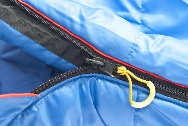 Комбинированная лента от закусывания ткани замком молнии. Кемпинговый спальник-одеяло Alexika Comet