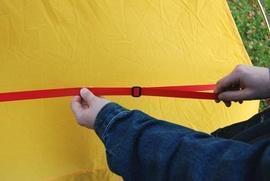 Натянуть боковую стропу Двухместная туристическая палатка с повышенной ветроустойчивостью. Alexika Nakra 2