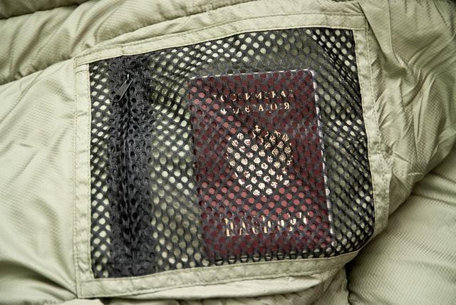 Сетчатый внутренний карман. Через сетку видно все содержимое. Уникальный низкотемпературный спальник-одеяло с большим объемом утеплителя Tengu Mark 73SB