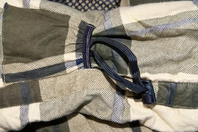 Затяжка теплового воротника и карман для шнура (позволяет спрятать затяжку и избежать того, что шнур ляжет на лицо) Низкотемпературный спальный мешок-одеяло Canada Plus
