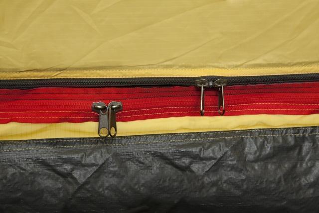 Разный цвет молнии полога и антимоскитной сетки. Разный цвет молнии полога и антимоскитной сетки. Высокая четырёхместная кемпинговая палатка KSL Campo 4 зеленый