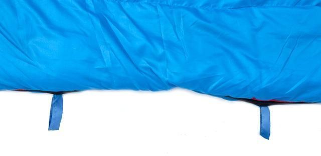 Нижние петли для просушки. Позволяют подвесить спальник для просушки после стирки, или проветривания в походе. Кемпинговый спальник-одеяло Alexika Comet