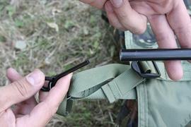 Вставить алюминиевые штыри в торцевые отверстия на дугах Многофункциональный комплекс Tengu Mark 62T