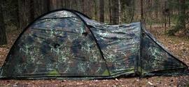 Растянуть тамбур и зафиксировать колышками Палатка туристическая с большим тамбуром. Tengu Mark 11T