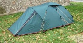Застегнуть все молнии и растянуть оттяжки Двухместная туристическая палатка с повышенной ветроустойчивостью. Alexika Nakra 2
