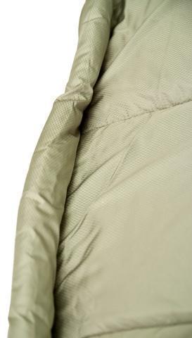 Тепловая планка, прикрывающая молнию. Позволяет избежать теплопотерь через молнию и защищает кожу от соприкосновения с металлом молнии. Уникальный низкотемпературный спальник-одеяло с большим объемом утеплителя Tengu Mark 73SB