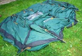 Вставить штыри в отверстия на торцах дуг-2 Четырехместная кемпинговая палатка-полубочка с большим тамбуром. Alexika Apollo 4
