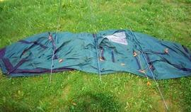 Приготовить дуги Четырехместная кемпинговая палатка-полубочка с большим тамбуром. Alexika Apollo 4