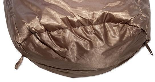 Нижние петли для сушки. Позволяют подвесить спальник для просушки после стирки, или проветривания в походе. Спальный мешок для зимнего туризма Alexika Iceland