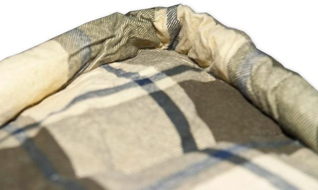 Тепловая планка, прикрывающая молнию. Позволяет избежать теплопотерь через молнию и защищает кожу от соприкосновения с металлом молнии. Кемпинговый спальный мешок большого размера Alexika Siberia Wide Plus