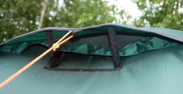 Вентиляционное окно с ветровым клапаном Вентиляционное окно с ветровым клапаном Универсальная двухместная туристическая палатка с двумя входами и двумя тамбурами Alexika Rondo 2 зеленый