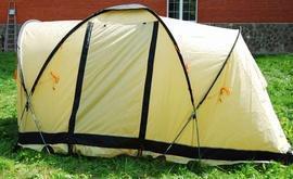 Растянуть торцы тента и зафиксировать колышками Четырехместная кемпинговая палатка с двумя спальнями и тамбуром посередине. Alexika Indiana 4