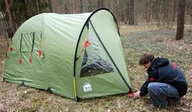Растянуть тамбур и зафиксировать колышками Кемпинговая палатка с большим тамбуром и тремя входами KSL Campo 4 Plus