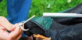 Вставить штыри в отверстия на торцах дуг-1 Четырехместная кемпинговая палатка-полубочка с большим тамбуром. Alexika Apollo 4