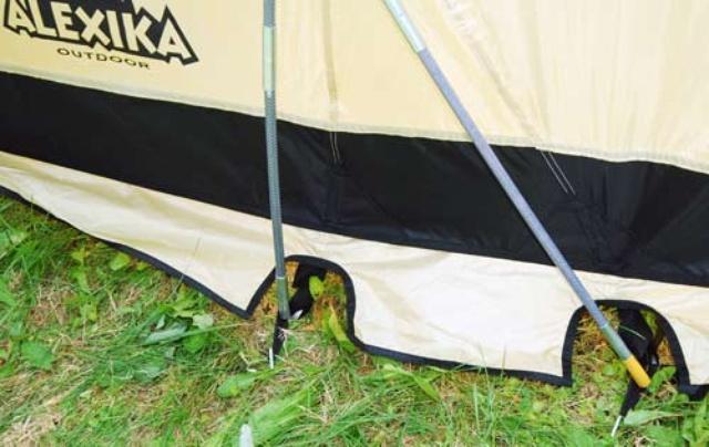 Нижняя часть тента усилена по периметру вставкой из Oxford 150 Нижняя часть тента усилена по периметру вставкой из Oxford 150 Четырехместная кемпинговая палатка-полубочка с большим тамбуром Alexika Apollo 4 зеленый