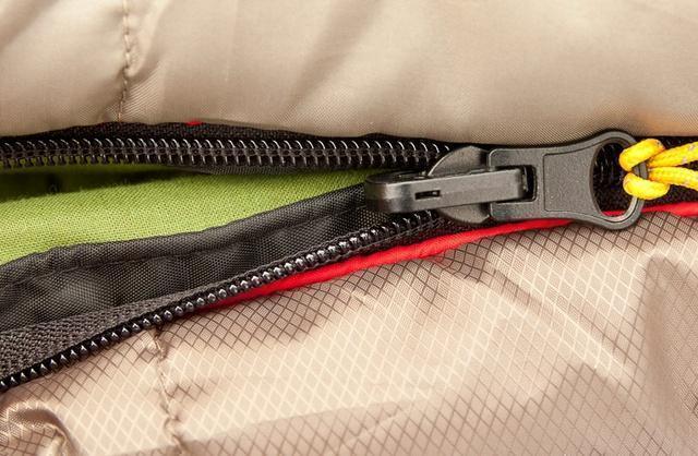 Комбинированная лента от закусывания ткани замком молнии. Лучший выбор для кемпинга в тёплые летние ночи Alexika Summer Plus
