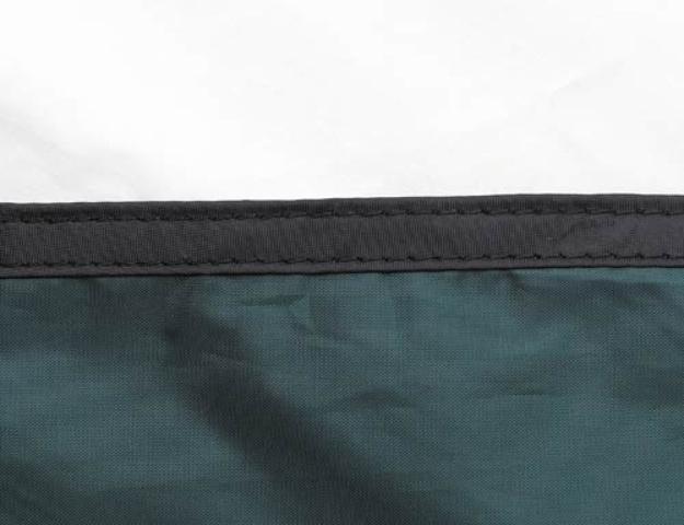 Край тента обшит прочной стропой Край тента обшит прочной стропой Двухместная туристическая палатка с повышенной ветроустойчивостью Alexika Nakra 2 зеленый
