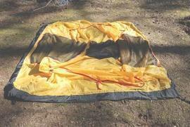 Разложить внутреннюю палатку Универсальная двухместная туристическая палатка с двумя входами и двумя тамбурами. Alexika Rondo 2