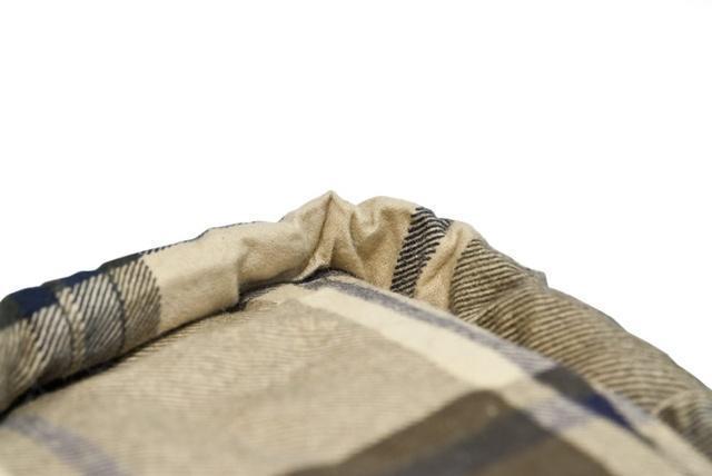 Тепловая планка, прикрывающая молнию. Позволяет избежать теплопотерь через молнию и защищает кожу от соприкосновения с металлом молнии. Модель, объединяющая в себе удобство спальника — одеяла с подголовником и простого одеяла Alexika Siberia Wide Transformer