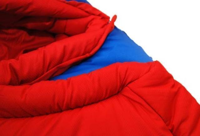 Все молнии защищены тепловой планкой для предотвращения теплопотерь через молнию. Штурмовой спальник для летних восхождений Alexika Tibet Compact