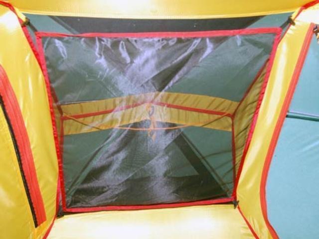 Полочка для мелких предметов под куполом палатки Полочка для мелких предметов под куполом палатки Универсальная двухместная туристическая палатка с двумя входами и двумя тамбурами Alexika Rondo 2 зеленый