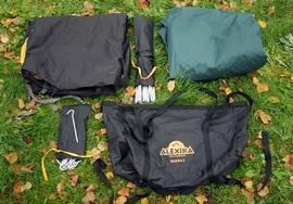 Комплект : внешний тент, внутренний тент, дуги, колышки, чехол Двухместная туристическая палатка с повышенной ветроустойчивостью. Alexika Nakra 2