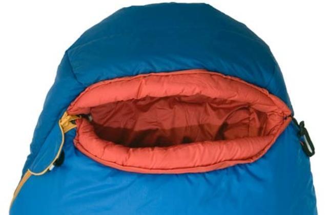 Анатомический капюшон прекрасно обхватывает голову и при правильной затяжке надежно защищает голову от холода. Штурмовой спальник для летних восхождений Alexika Tibet Compact