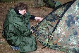 Вставить в рукав дугу тамбура согласно цветовой маркировке Палатка туристическая с большим тамбуром. Tengu Mark 11T