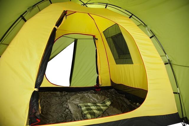 Внутреннее пространство, вентиляционное окно и кармашки для мелочей. Внутреннее пространство, вентиляционное окно и кармашки для мелочей. Кемпинговая палатка с большим тамбуром и тремя входами KSL Campo 4 Plus зеленый
