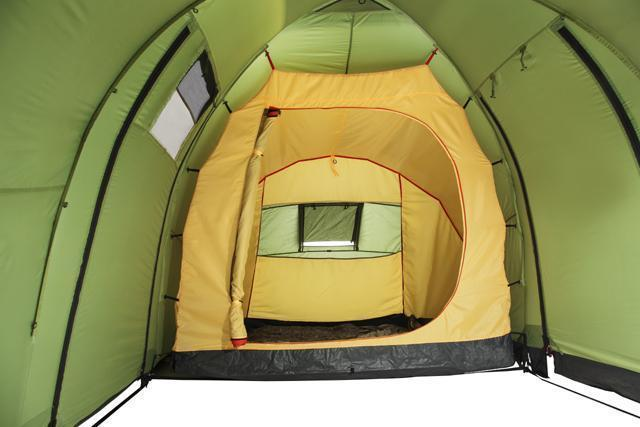 Вход в спальню полностью открыт. Палатка с двумя спальнями (3+3) и большим тамбуром посередине KSL Macon 6