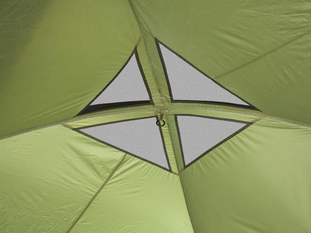 Вентияция в куполе изнутри. Четырехместная кемпинговая палатка с двумя спальнями и большим тамбуром KSL Macon 4