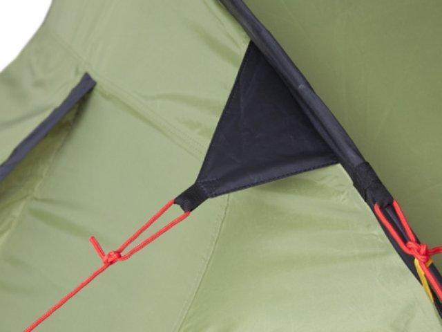 Усиленное крепления оттяжки тента. Четырехместная кемпинговая палатка с двумя спальнями и большим тамбуром KSL Macon 4