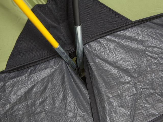 Прочный узел стыковки дуг . Четырехместная кемпинговая палатка с двумя спальнями и большим тамбуром KSL Macon 4