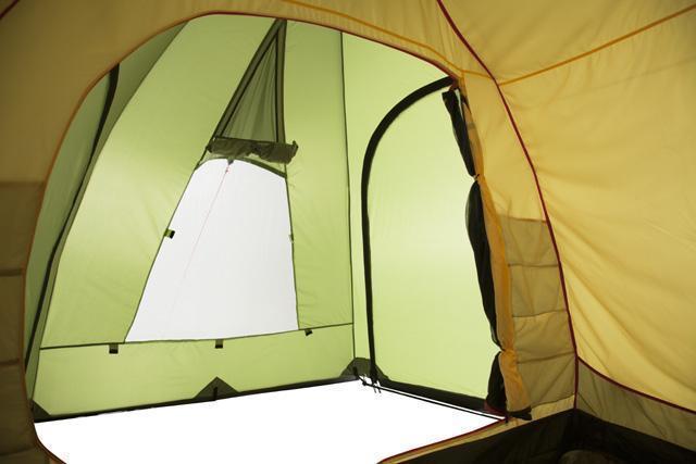 Вид в тамбур из спальни. Трехместная кемпинговая палатка купольного типа KSL Rover 3