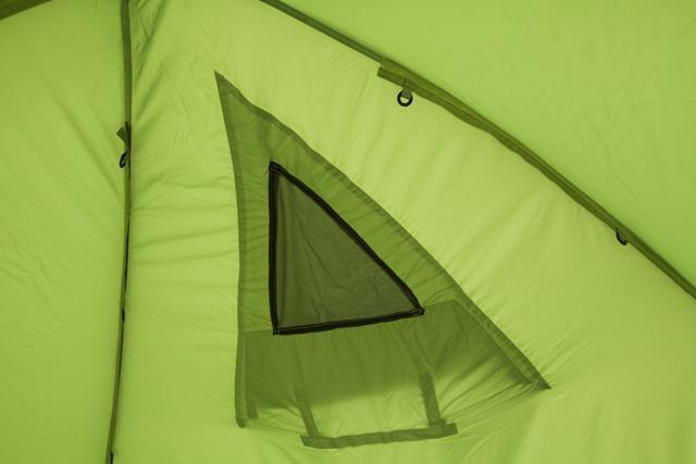 Малое тыльное окно изнутри. Трехместная кемпинговая палатка купольного типа KSL Rover 3