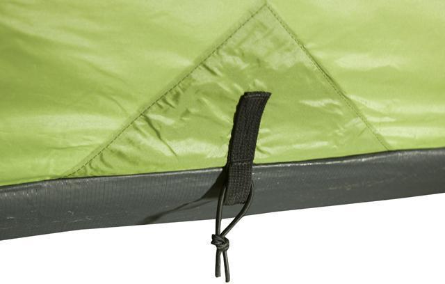 Юбка по периметру, усиленное крепление оттяжки. Трехместная кемпинговая палатка купольного типа KSL Rover 3