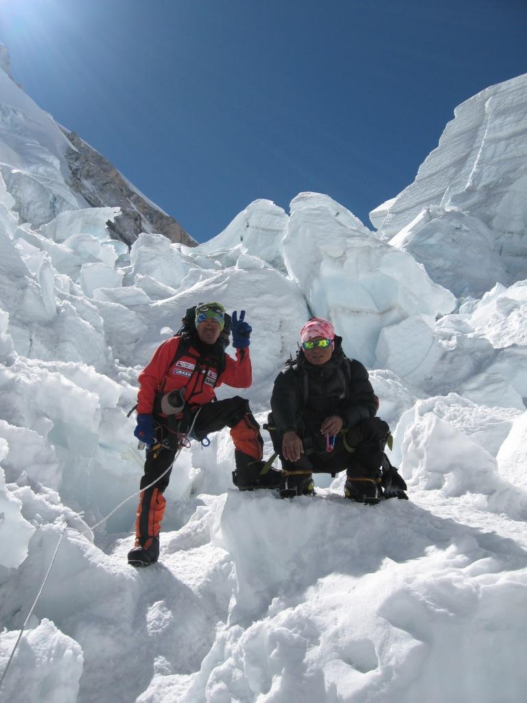 шерпы Дорджи и Дзенбу одеты в куртки Баск. преодоление ледопада Кхумбу Куртка Баск PANZER V3