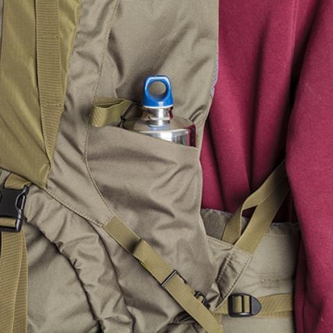 Просторные боковые карманы на резинке - Объемный и надежный туристический рюкзак Tamas 120 navy