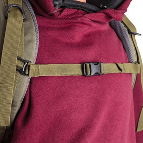 Регулируемый по высоте и ширине нагрудный ремень - Объемный и надежный туристический рюкзак Tamas 120 navy