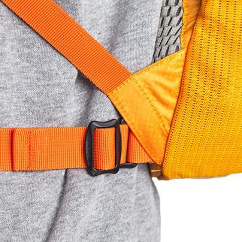 Поясной ремень легко снимается с помощью фастексов - Легкий рюкзак для бега или велоспорта Baix 15